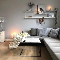 The beautiful cosy living room of @homebyhouby String Pocket Shelf will be back in stock next week, A4 Lightbox available online . #livingroom #livingroomdecor #nordichome #nordicinspiration #livingroominspo #homeinterior #homedesign #scandinavianhome #scandinavianliving #interiorandhome #interior123 #interior4all #interior2you #onlyinterior #whiteinterior #interiorwarrior #passion4interior #inspire_me_home_decor #interiordesigner