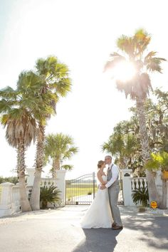 Love under the Florida sun   Amelia Island Wedding at Oyster Bay Harbour from Wes Roberts Photography  Read more - http://www.stylemepretty.com/florida-weddings/2013/10/28/amelia-island-wedding-at-oyster-bay-harbour-from-wes-roberts-photography/