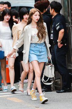 "snow cream🔥 on Twitter: ""190712 소원🔥  🙏🏻 한번만 살려주세요 넘이뻐서 죽기직전이니까🙏🏻  #여자친구 #GFRIEND #소원 #SoWon @GFRDofficial… "" Kpop Fashion, Daily Fashion, Korean Fashion, Womens Fashion, Airport Fashion, Kpop Girl Groups, Korean Girl Groups, Kpop Girls, Gfriend Sowon"