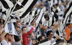 Serie A, Juventus, Curva Sud aperta contro il Napoli La Curva Sud dello Juventus Stadium sarà aperta in occasione della gara di campionato tra i bianconeri padroni di casa ed il Napoli, valida per la 37esima e penultima giornata della Serie A TIM 2014/ #juventus-napoli #curvasud