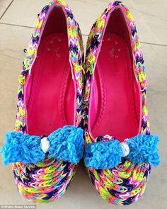 Rainbow Loom High Heel Pumps shoe with a bow Rainbow Loom Tutorials, Rainbow Loom Patterns, Rainbow Loom Creations, Rainbow Loom Bands, Rainbow Loom Charms, Rainbow Loom Bracelets, Loom Love, Fun Loom, Loom Bands Designs