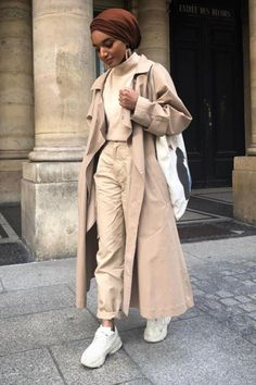 Hijab + French Girl Style + Trench + Stick of Butter + Cream (anlya_modestfashion) Camel Coat Outfit, Beige Outfit, Monochrome Outfit, Monochrome Fashion, Neutral Outfit, Niqab, Modest Fashion, Fashion Outfits, Blazer Outfits Casual