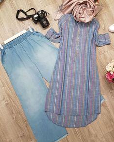 Image may contain stripes ; Muslim Fashion, Modest Fashion, Hijab Fashion, Fashion Dresses, Stylish Dress Designs, Stylish Dresses, Casual Hijab Outfit, Kurta Designs Women, Kurti Designs Party Wear