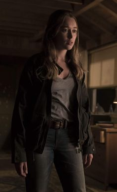 "Fear the Walking Dead ""The Diviner"" Alycia Debnam Carey, Talking To The Dead, Fear The Walking Dead, Kimberly Lee, Alicia Clark, Commander Lexa, Clarke And Lexa, Britt Robertson, Post Apocalyptic Fashion"
