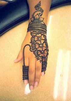 30 Trendy Bridal Mehendi designs for your Big Day Cool Henna Designs, Beautiful Henna Designs, Henna Tattoo Designs, Mehndi Designs For Hands, Bridal Mehndi Designs, Tattoo Ideas, Henna Tattoos, Henna Mehndi, Henna Art