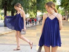 Amy Ramírez - Style Moi Dress, Uk 24.7 Clutch - Blue pleats