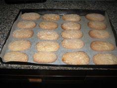 Gallettine sarde...le originali Burritos, My Favorite Food, Favorite Recipes, Biscotti Cookies, Cannoli, Griddle Pan, Italian Recipes, Sweet Recipes, Biscuits