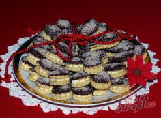 Recept Pudinkové slzičky s mandlovým krémem Mini Cheesecakes, Dessert Recipes, Desserts, Christmas Cookies, Waffles, Sweet Tooth, Pie, Breakfast, Food