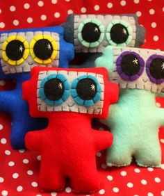 little robot - love the squareness and pudgy bellies :)
