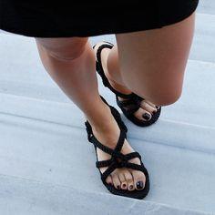 Siyahın asaleti ve cazibesi... #nomadicrepublic #nomadic #style #streetstyle #ipsandalet #orjinal #original #sandalet #sandals #istanbul #woman #yaz #moda #ayakkabı #tarz #yazlıkayakkabı #summer #türkiye #stil #handmade #fashion