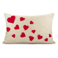 Growing hearts pillow cover - Red felt heart applique on natural beige canvas accent pillow cover - lumbar pillow cover. via Etsy. Cute Pillows, Diy Pillows, Throw Pillows, Handmade Pillows, Decorative Pillows, Cushion Covers, Pillow Covers, Valentine Crafts, Valentines