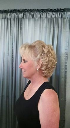 Mother of the Bride, hair style by Melony Terry (loose waves hair wedding) Mother Of The Bride Hair Short, Mother Of The Groom Hairstyles, Permed Hairstyles, Bride Hairstyles, Hairstyle Ideas, Short Hair Updo, Short Wedding Hair, Curly Hair Styles, Hair Updos For Weddings Guest