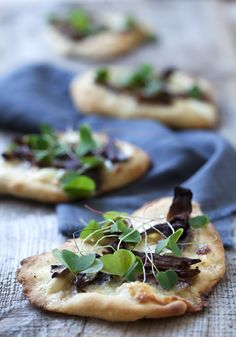 mini-flatbreads with mushroom and microgreens