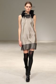 Vera Wang Pre-Fall 2011 Fashion Show - Juju Ivanyuk