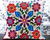Artículos similares a Peruana 20 de almohada x 20 flores en la mano bordada oveja y alpaca lana hecho a mano crema fundas en Etsy