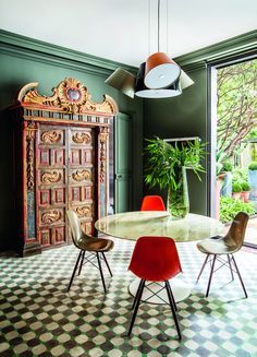 Vintage à Paris | DECONOWLes architectes d'intérieur Philippe Thelin et Thierry Gonzal transforment l'appartement où a vécu l'Paloma Picasso dans le Marais dans une maison moderne et esthétique.
