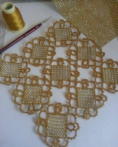 This Pin was discovered by Lal Filet Crochet, Crochet Motif, Irish Crochet, Crochet Designs, Crochet Doilies, Crochet Flowers, Crochet Lace, Crochet Stitches, Crochet Patterns