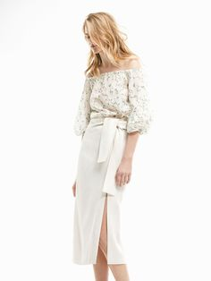 Massimo Dutti - Femininity personified, beyond a doubt. Skirt with decorative side bow, made from a delicate blend of fabrics. Midi length, side zip, side slits and lining. Calf Length Skirts, Alberta Ferretti, Spring Summer, Summer Sale, Style Me, Midi Skirt, Bell Sleeve Top, Feminine, Elegant