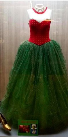 Grinch Costumes, Diy Costumes, Halloween Costumes, Costume Ideas, Cosplay Ideas, Halloween Party, Christmas Character Costumes, Christmas Costumes, Martha May Whovier