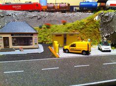 Modellbahnladen und Packstation