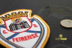 Emblema do CD Feirense, bordado com aproximadamente 11cm de altura