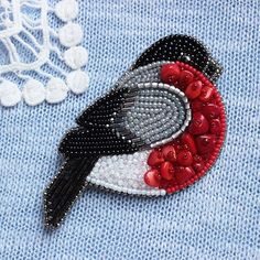 Russian design - love the mix of beads for the bird. Bead Embroidery Jewelry, Beaded Embroidery, Hand Embroidery, Embroidery Designs, Bead Jewellery, Beaded Jewelry, Brooches Handmade, Handmade Jewelry, Art Fil