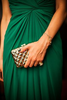 Gorgeous emerald green dress and gold clutch Emerald Green Weddings, Emerald Dresses, Glamour, Couture, Shades Of Green, Green And Gold, Green Dress, Pantone, Lady
