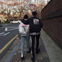 Image de ulzzang, couple, and asian Soft Grunge, Grunge Style, Ulzzang Couple, Ulzzang Boy, Couple Goals, Korean Fashion, Mens Fashion, Seoul Fashion, Cute Gay Couples