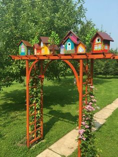 25 Exciting Backyard Landscaping with Bird House in a Spring For Your Dream House - Backyard Landscaping Garden Yard Ideas, Garden Crafts, Garden Projects, Garden Art, Garden Design, Fence Ideas, Easy Garden, Yard Art Crafts, Garden Junk
