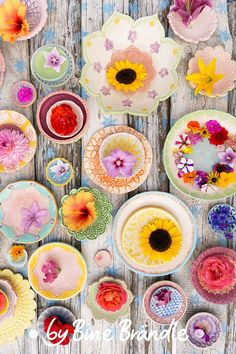 """Summer – flowers in self-pottery ceramic bowls. More great inspirations and pottery tutorials on the DVD """"Lust auf Keramik, glaze with Botz"""", by Bine Brändle. DVD: English subtitled 😉 Source by bbrndle Hand Built Pottery, Slab Pottery, Pottery Art, Pottery Painting, Ceramic Painting, Ceramic Art, Colorful Desk, English Pottery, Art N Craft"""