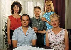 V. 1993–1996 esitetty kotimainen draamasarja Puhtaat valkeat lakanat.