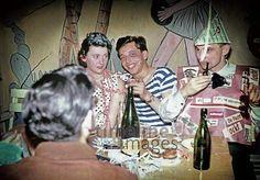 Faschingsfeier in Starnberg, 1965 Dillo/Timeline Images #Karneval #Fasching #Fest #Verkleidung #Verkleidungen #Kostüm #Kostüme #Feier #Feiern