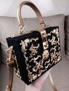 Pinterest :Thatsmarsb <- FOLLOW FOR MORE Gold luxury bag