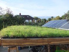 Paneles solares mas eficientes gracias a los Techos verdes; a través de la evaporación disminuyen la temperatura del aire circundante, ayudando a los paneles fotovoltaicos solares a lograr un mejor desempeño ya que funcionan mejor cuando no sobre calientan y las plantas sirven como una forma natural de enfriar los paneles.  http://ecocosas.com/arq/techos-verdes-paneles-solares/?utm_source=feedburner_medium=twitter_campaign=Feed%3A+ecocosas%2FYihK+%28Ecocosas%29_content=FaceBook#