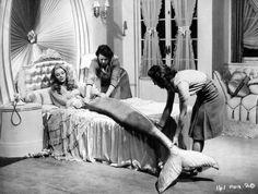 Glynis Johns, the mermaid of the movie Miranda 1948 Real Mermaids, Mermaids And Mermen, Vintage Mermaid, Mermaid Art, Mermaid Pics, Mermaid Skin, Mermaid Lagoon, Sirens, Glynis Johns