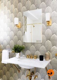 See all our stylish art deco bathrooms design ideas. Art Deco inspired black and white design. Casa Art Deco, Arte Art Deco, Art Deco House, Art Deco Room, Art Deco Decor, Art Deco Style, Art Deco Living Room, Living Rooms, Bad Inspiration