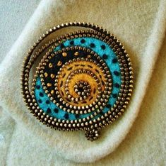 broszka z suwaka Zipper Crafts, Flower Crafts, Gemstone Rings, Bling, Artwork, Jewelry, Zippers, Brooches, Felt