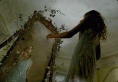 Non lo so come mai, se mi guardo allo specchio…. non mi riconosco più… nella stanza mia danza uno spettro… —  Coez ~Dramma nero~