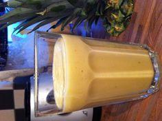 Pina colada smoothie 2 pers. - 1 banaan - 1 verse ananas  - 100 ml kokosmelk - scheutje water