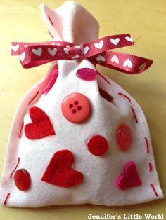 Felt Valentine's Day gift bag for children to make