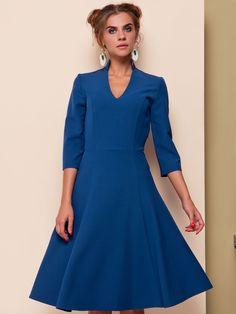 #Sukienka wykonana z nowoczesnej tkaniny kostiumowej, modne kolory tego #sezonu, #dopasowana w talii z #rozkloszowaną #spódnicą, rękaw 3/4, głęboki #dekolt, kołnierz-stójka. Dostępne kolory: malinowy, chabrowy, czarny Dostępne rozmiary: 36/38/40/42/44  DARMOWA WYSYŁKA Z 0 ZŁ  Oferujemy darmowe dostawy na terenie Polski.  Zapraszamy do działu sprzedaży:  tel. +48 537 110 160  e-mail: xgm@xgmworld.com  #sukienkaweselna #sukienkarozkloszowana #sukienkachabrowa #sukienkakoktajlowa