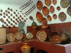 reminds me of my grandmothers kitchen in Mexico Mexican Style Homes, Mexican Home Decor, Spanish Kitchen, Grandmothers Kitchen, Southwestern Home, Kitchen Dinning Room, Mexican Kitchens, Living Room Designs, Rustic Decor