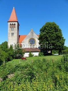 Ländliche Idylle mit Dorfkirche in Helpup bei Oerlinghausen in Ostwestfalen-Lippe