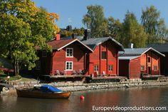 El casco antiguo de Porvoo, con casas de la orilla en el sur de Finlandia