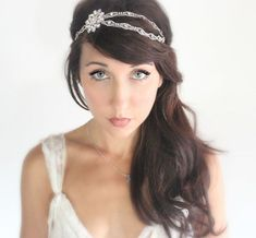 Peinado de novia con diadema de estilo boho