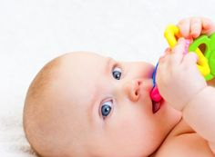 The FDA issued a warning regarding the safety of benzocaine, a numbing ingredient often used in teething products. Here are alternative ways to relieve your baby's teething pain. What did you find useful when your baby was teething? Kids Health, Oral Health, Best Bath Toys, Learning Cursive, Healthy Kids, Cool Toys, Diy, Baby Teething, Dentist Appointment