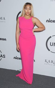 Celebs in hot pink outfits. See Pics Of Rihanna, Nicole Kidman, Kylie Jenner, Tracee Ellis Ross, Thandie Newton and more. Kylie Jenner, Modelos Plus Size, Pink Outfits, Plus Size Model, Famous Women, How To Look Pretty, Dress Collection, Hot Pink, Celebs