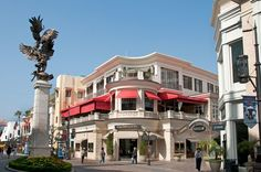 Parking is a nightmare at this outdoor mall, and the payoff includes little more than huge crowds, chain stores, and unremarkable restaurants. The adjacent Original Farmers' Market is a fun spot, but you don't have to set foot in The Grove to access its food stalls and vendors—use the back parking lot.