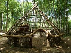 Great bushcraft tips that all survival lovers will certainly desire to learn today. This is essentials for wilderness survival and will save your life. Survival Shelter, Wilderness Survival, Camping Survival, Survival Tips, Survival Skills, Survival Weapons, Apocalypse Survival, Survival Quotes, Homestead Survival