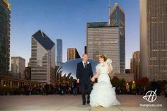 Chicago skyline and the Cloud Gate in the background